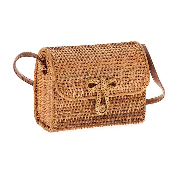 199-26 # Τετράγωνη Ψάθινη Τσάντα με Κούμπωμα Φιογκάκι χρ. Φυσικό